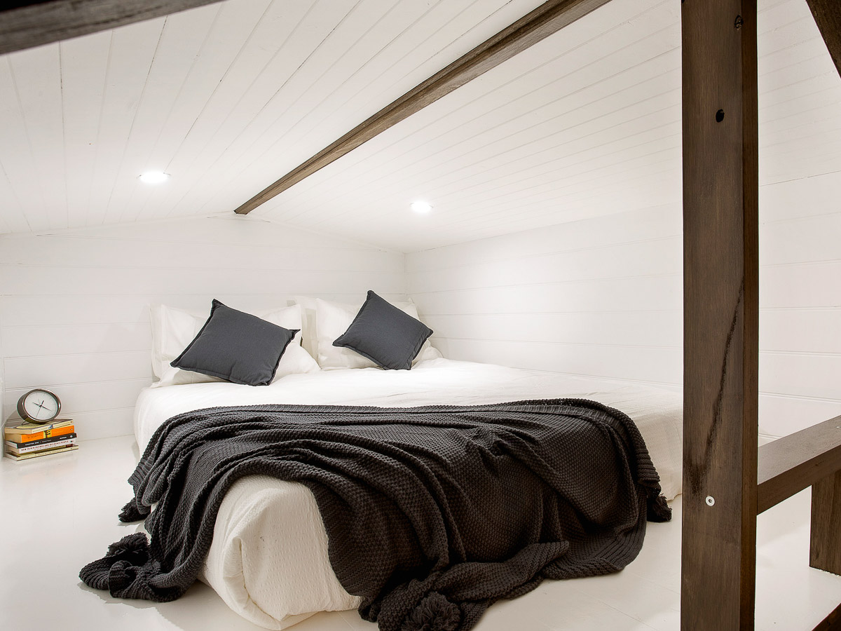 Hillside Tiny House by Hangan Loft Queen Size Bed Space Victoria Australia